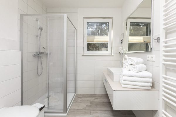 Badezimmer der Ferienwohnung Jule vom Strandhaus Juli im Ostseebad Baabe auf Rügen
