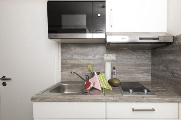 Küche in der Ferienwohnung Uli auf Rügen im Strandhaus Juli in Baabe