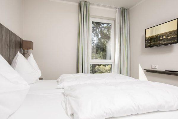 Schlafzimmer der Ferienwohnung vom Strandhaus Juli im Ostseebad Baabe auf der Insel Rügen