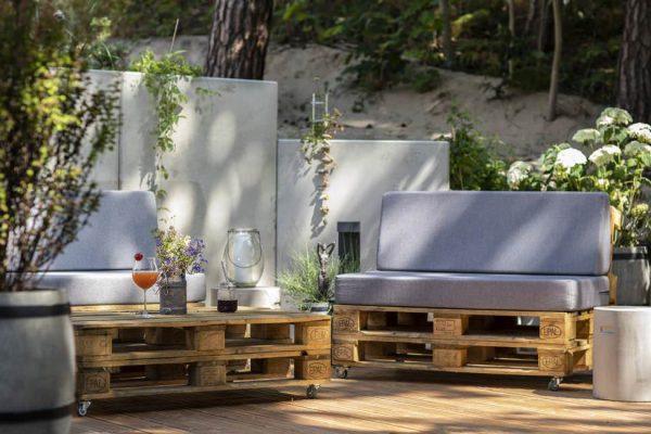 Terrasse mit Grill und Sitzecke - Urlaub im Strandhaus Juli Baabe auf der Insel Rügen